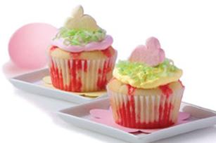 Springtime_Poke_Cupcakes