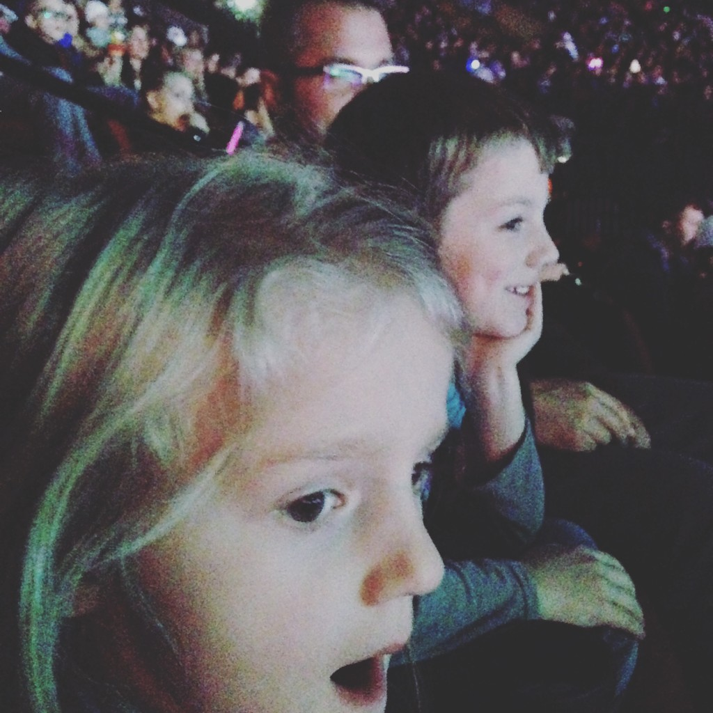 kids at Disney on Ice