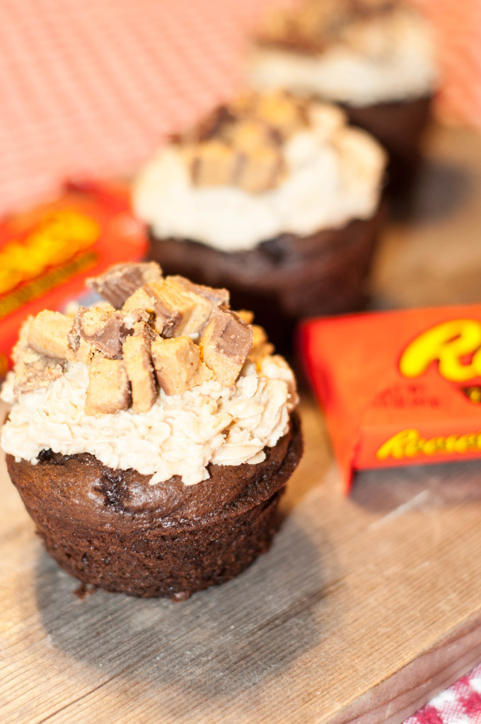 Reese's Peanut Butter Cupcakes are easy and delicious! (and use a cake mix!) #recipe #baking #reeses