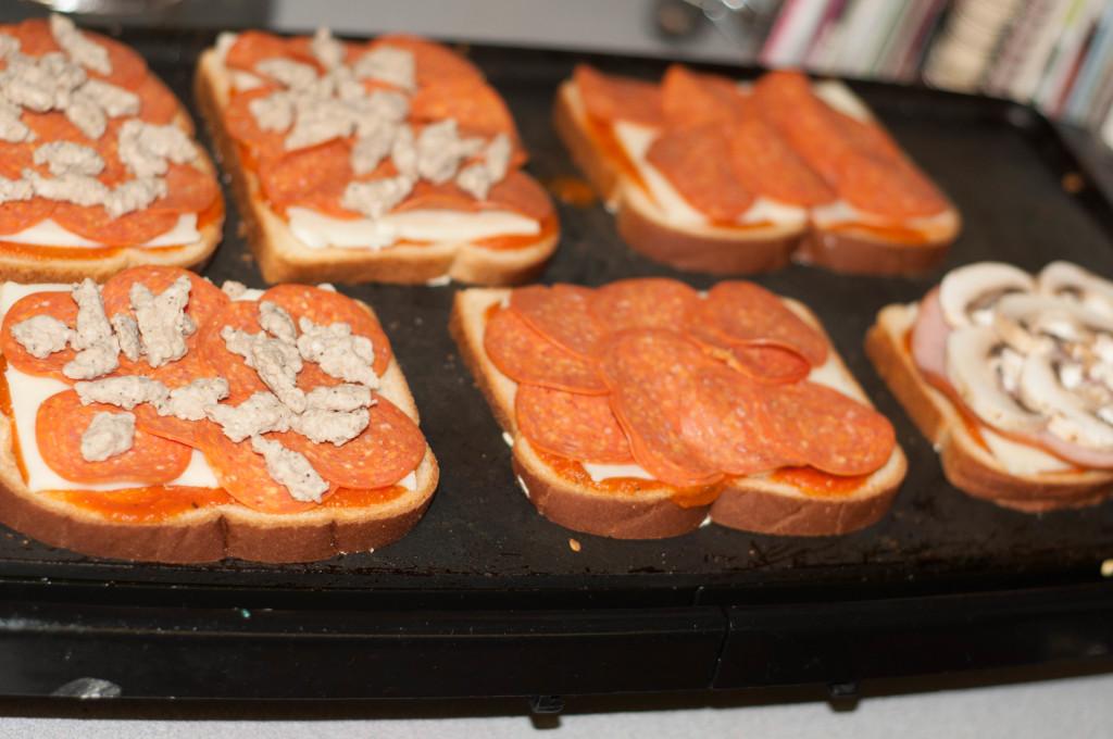 pizza toppings on sandwich, pepperoni sandwich
