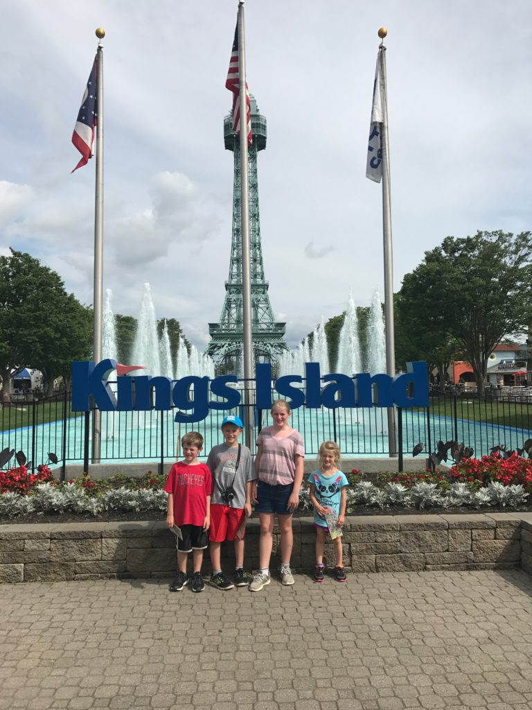 kings island entry, kings island fountain, kings island picture