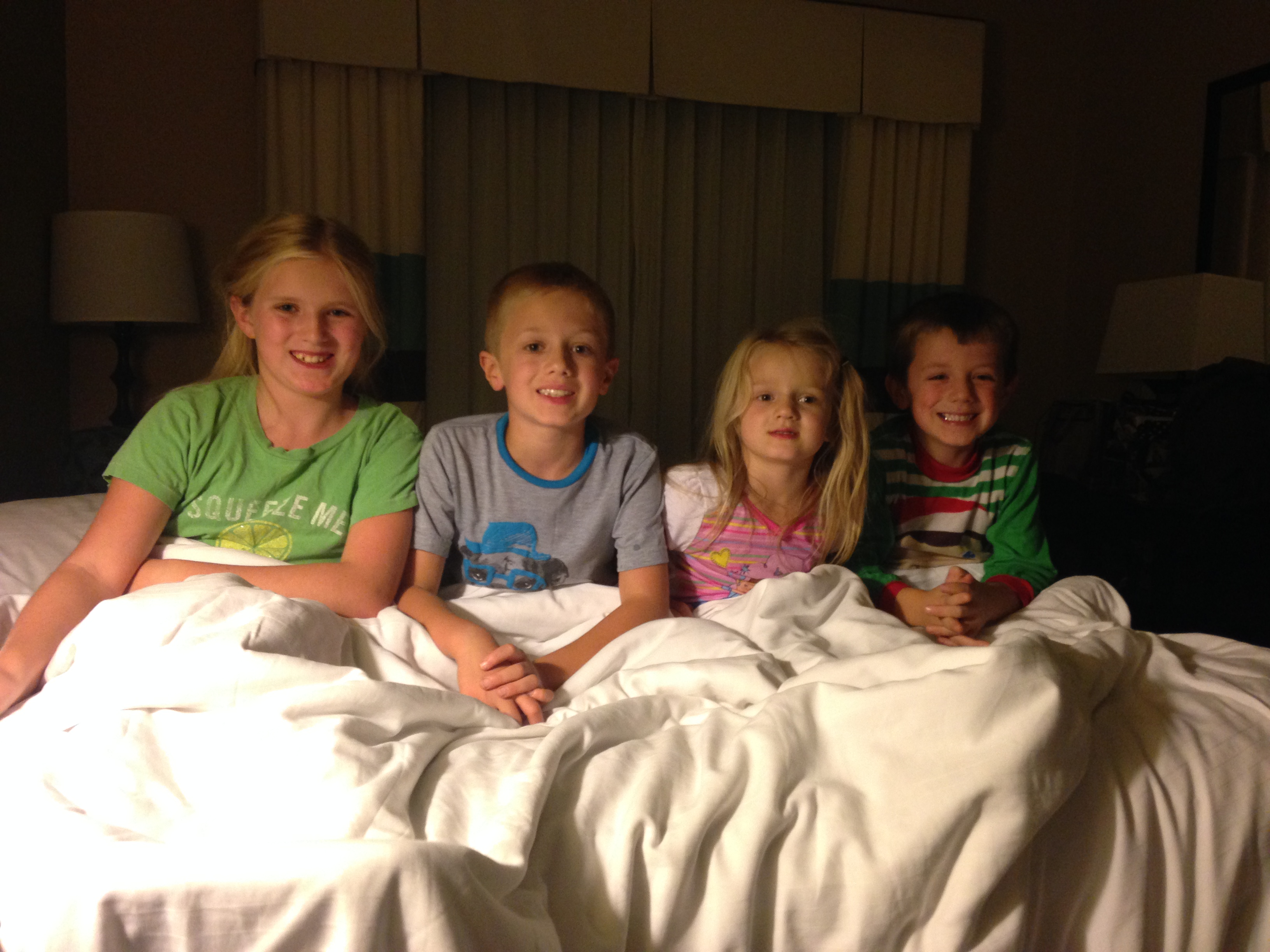 hotel tips with kids, hotels for lots of kids, sleep four kids in a hotel, hotels for large families, travel tips for kids