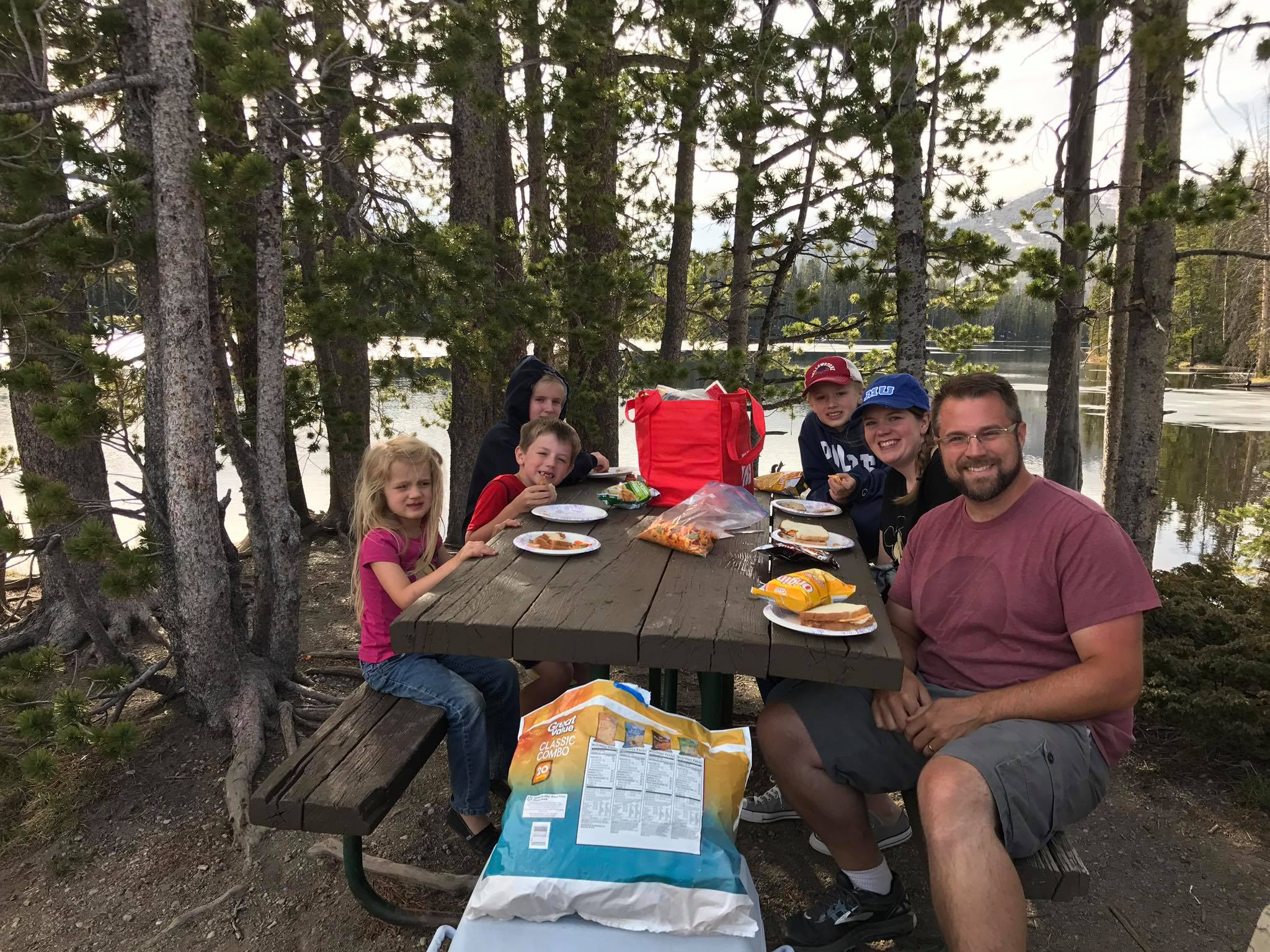picnic, yellowstone picnic, travel with kids, eat for cheap on trip, travel food tips