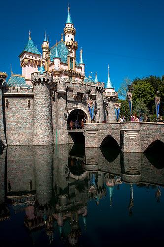 The Disneyland Connection -#DisneySMMoms