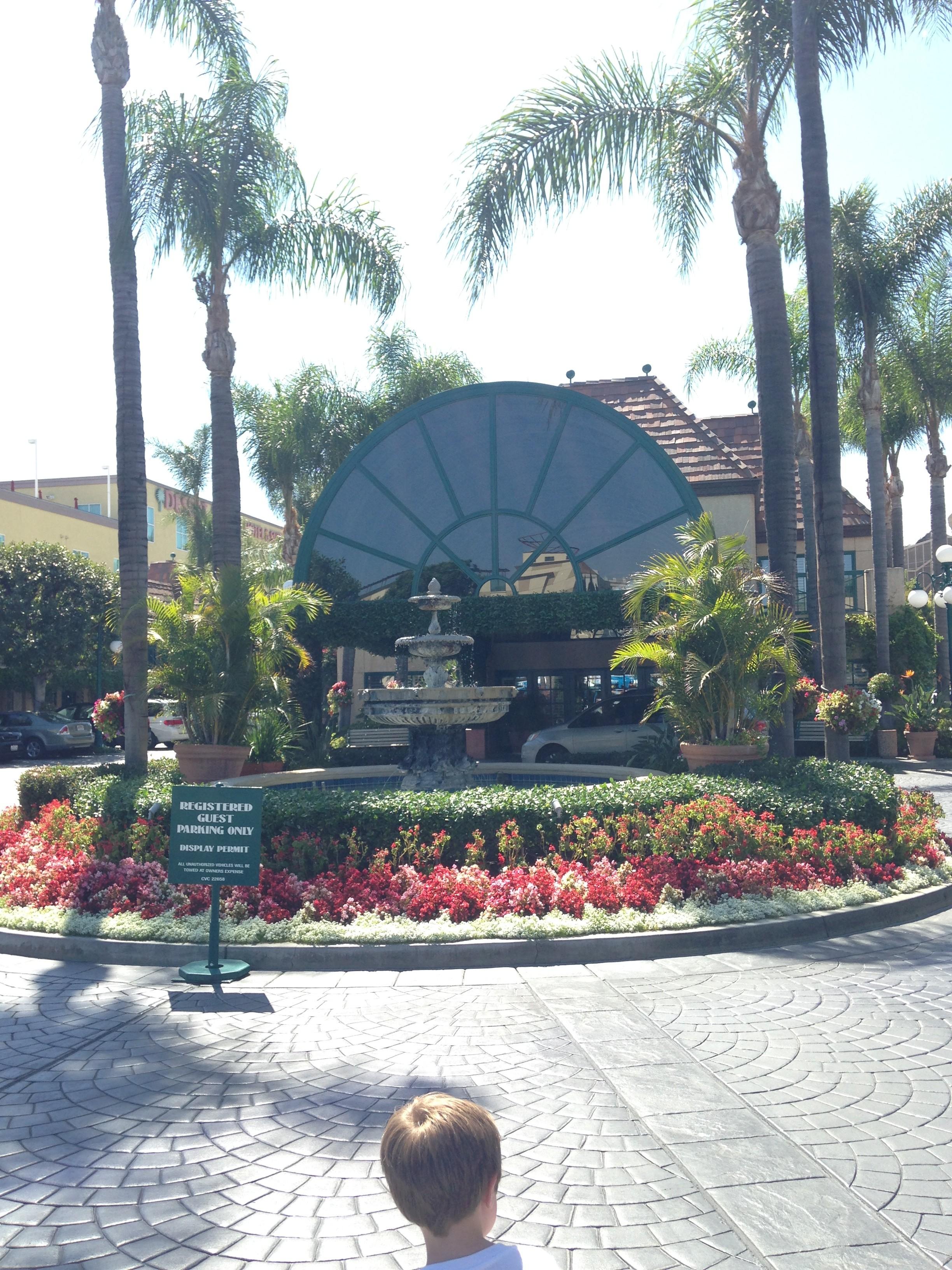 The Candy Cane Inn: Disneyland's BEST Good Neighbor Hotel